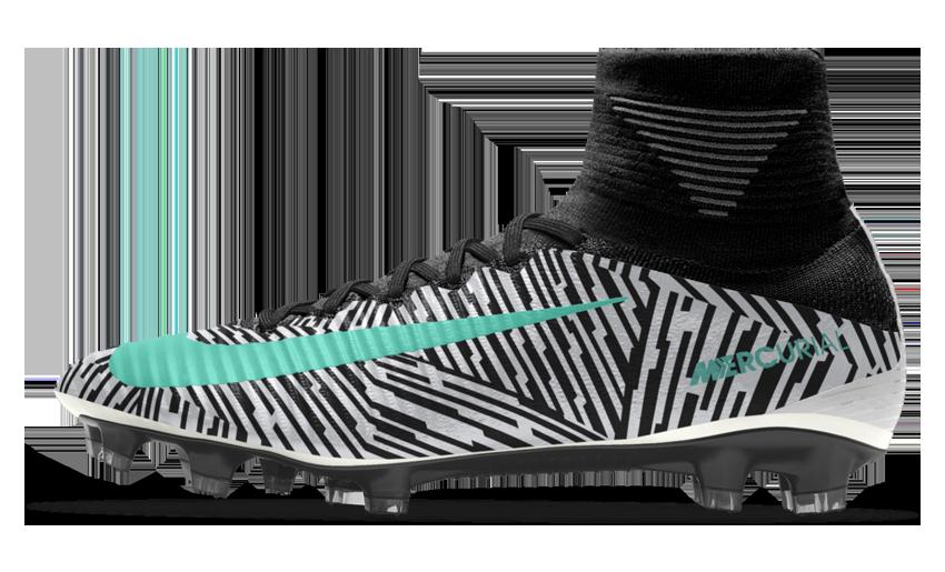 caratteristiche scarpe calcio nike
