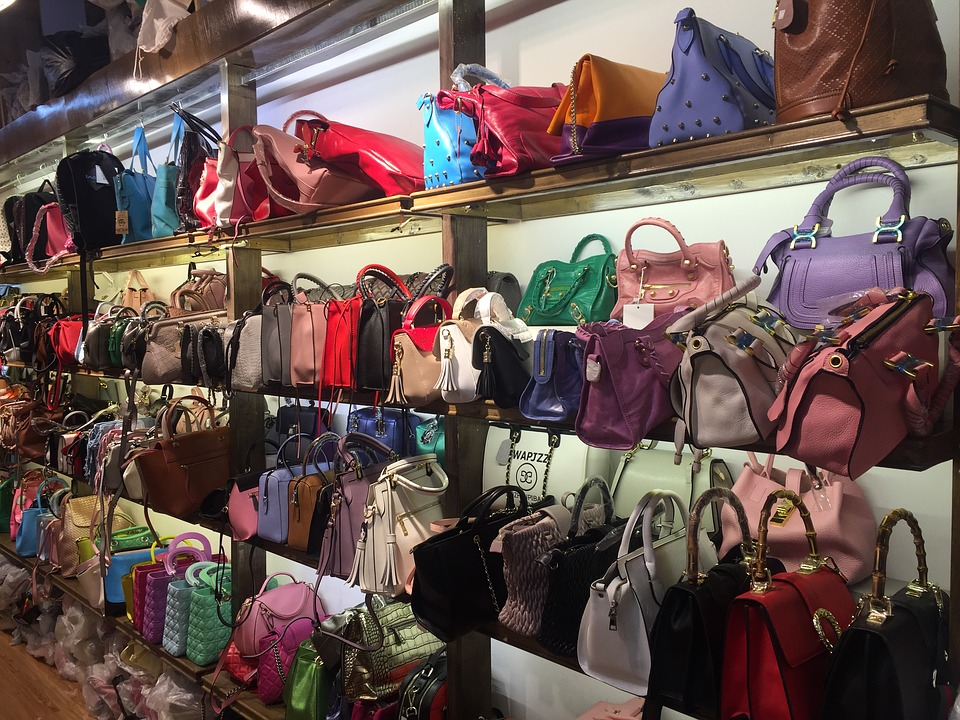b4923dc474 I migliori modelli di borse Armani: quale scegliere